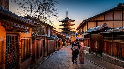 Con dốc Sannenzaka dẫn đến chùa Yasaka nổi tiếng là nơi du khách có thể chụp ảnh, tuy nhiên họ không được phép xâm phạm những lối đi do tư nhân sở hữu. Ảnh: Sorasak/Unsplash.