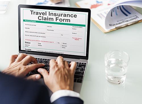 Mức phí bảo hiểm sẽ phụ thuộc vào điểm đến, thời gian du lịch của bạn. Ảnh: Envato.