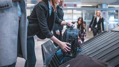 Hành khách tố bị mất trộm quần áo trong vali ký gửi - ảnh 1
