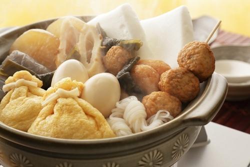 Bạn có thể thưởng thức oden tại các quầy thức ăn ven đường hoặc tại quán nhậu truyền thống, cửa hàng tiện lợi Nhật Bản. Ảnh:Favy.