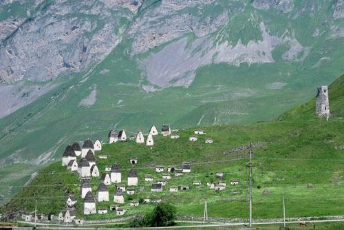 Ngôi làng được nhiều du khách miêu tả là đẹp như tranh vẽ. Ảnh: Atlas Obscura.