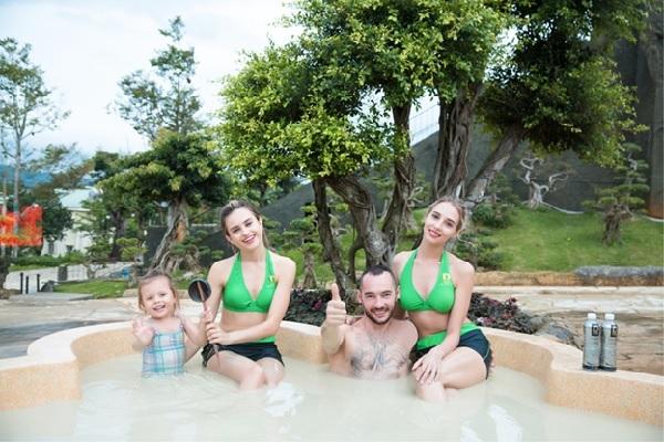 Đại diện Doidep Tea Resort & Spa cho biết, liệu trình tại thiên đường bùn khoáng nóng tại tạo nên những trải nghiệm mới lạ, thu hút nhiều du khách đến thư giãn, thanh lọc và làm đẹp cơ thể trong bể tắm bùn hữu cơ chứa nhiều khoáng chất và các nguyên tố vi lượng ...