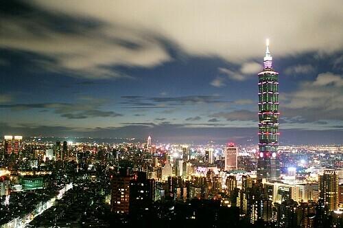 Quang cảnh và tòa Taipei 101 nhìn ra từ núi voi. Ảnh: Chris/Flickr.