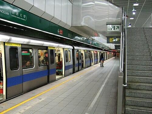 Tàu điện ngầm Gong Quan. Ảnh: HT Yu/Flickr.