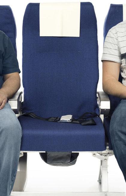 Ghế giữa luôn bị mọi người bỏ qua khi chọn chỗ đặt vé máy bay. Ảnh: News.