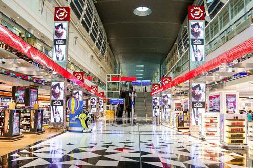 Du khách không thể mua quá nhiều đồ uống có cồn khi rời Dubai trong khu miễn thuế. Ảnh: Time Out Dubai.