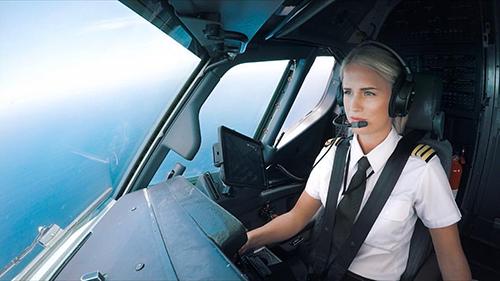 Maria có 9 năm kinh nghiệm lái Boeing và đang phấn đấu để trở thành cơ trưởng như bố mình. Ảnh: Maria Fagerström.