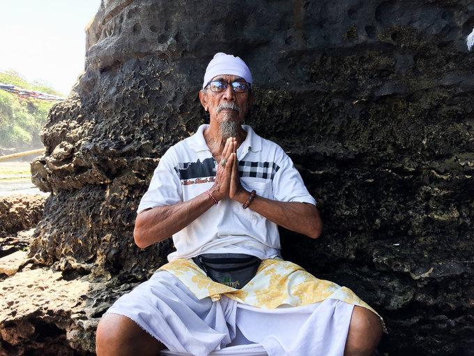 Ngôi đền nằm trọn trên khối đá giữa đại dương