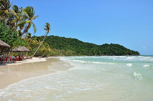 Phú Quốc có nhiều bãi biển đẹp như: bãi Dài, bãi Sao...