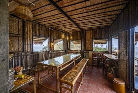 Vật liệu chủ đạo ở Mira Bãi Xếp Quy Nhơn là: tre, nứa, gỗ... chưa qua xử lý, tạo nên không gian mộc mạc, và góp phần bảo vệ môi trường.