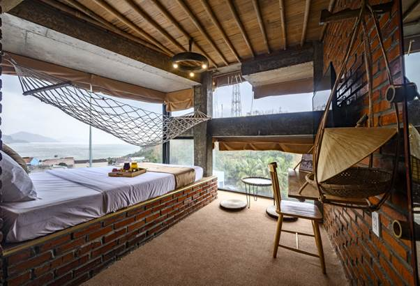 Đại diện khu lưu trú chia sẻ: Nhờ những vật liệu tre và gỗ, những căn phòng của chúng tôi trở nên thật đặc biệt, mang đến cho khách hàng trải nghiệm như đang ở trong nhà của một ngư dân.
