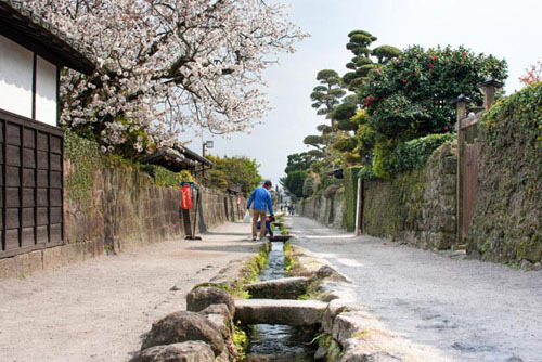 Các điểm du lịch ở Shimaraba có thể dễ dàng di chuyển bằng đi bộ, hoặc xe bus. Ảnh: Japan travel.