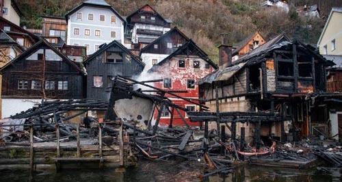 Cháy lớn ở ngôi làng đẹp nhất thế giới - ảnh 1