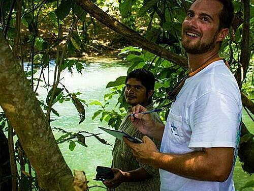 Tình nguyện viên được tham gia cùng các nhân viên trong khu bảo tồn ở Belize. Ảnh: Responsible travel