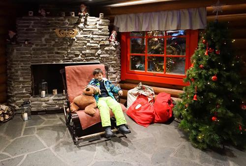 Bố mẹ Việt đưa con đi Lapland gặp ông già Noel - page 2 - 1