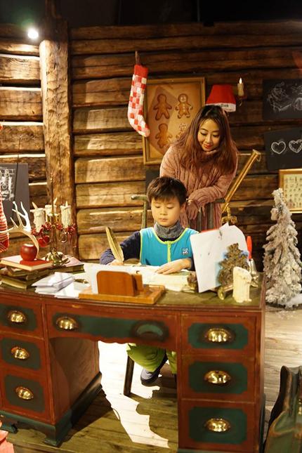 Bố mẹ Việt đưa con đi Lapland gặp ông già Noel - page 2