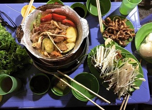 Món ăn đêm Hà Nội