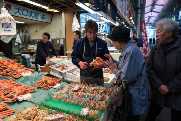 Cua tuyết Zuwaigani làđặc sảntrong mùa đông.Dù đắt đỏ và được coi là cao lương mỹ vị, cua tuyết vẫn phổ biếnở khắp nước Nhật. Ảnh: Explore Parts Un Known.