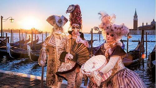 Khách tham quan có cơ hội hòa mình vào lễ hội carnival náo nhiệt.