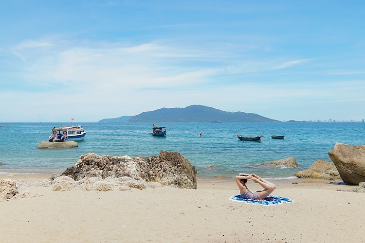 Các bãi biển ở mỗi vùng lại khác nhau bởi màu sắc nước, cát. Ảnh: Kiều Dương.