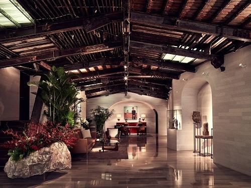 Khách sạn có 180 phòng, thiết kế theo phong cách châu Á.