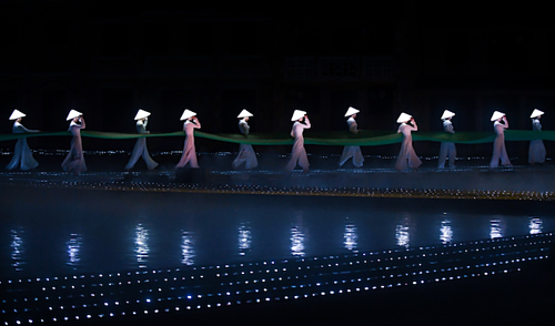 Ký ức Hội An là sản phẩm du lịch mới ra mắt trong năm 2018, thu hút nhiều du khách quốc tế tới phố Hội. Ảnh: Kiều Dương.
