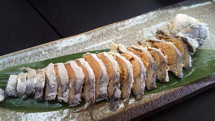 Narezushi là tiền thân của món sushi Nhật Bản. Ảnh: Biwako.