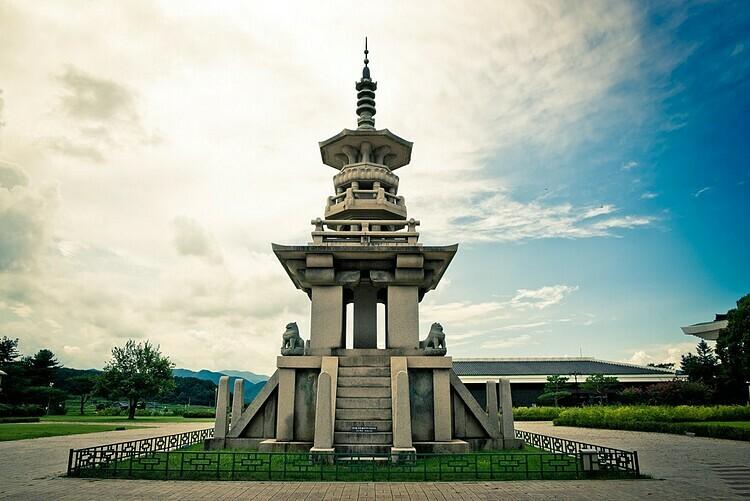 Khu triển lãm ngoài trời, bảo tàng quốc gia Gyeongju. Ảnh: UMzzang/Flickr.