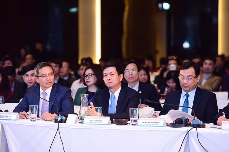 Từ trái qua: ÔngTrần Trọng Kiên - Thành viên Ban IV, Chủ tịch Hội đồng tư vấn du lịch (TAB),