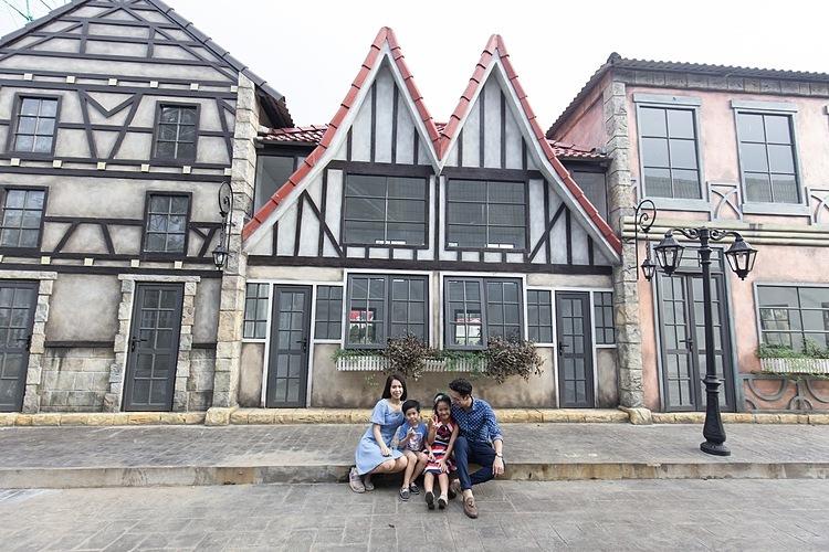 Du khách có thể tham quan và chụp ảnh ở phim trường kỳ quan thế giới. Ảnh: Bao Sơn Paradise.