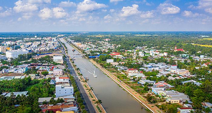 Dòng kênh xáng Xà No mang nhiều phù sa bồi đắp cho ruộng lúa và trở thành một trong những con đường vận chuyển lúa gạo lớn nhất đồng bằng sông Cửu Long.