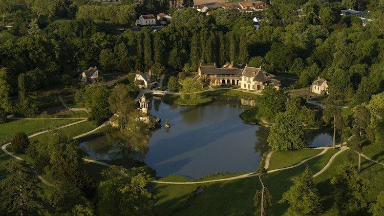 Ngôi làng của Nữ hoàng nhìn từ trên cao. Ảnh: Noblesse & Royautés.