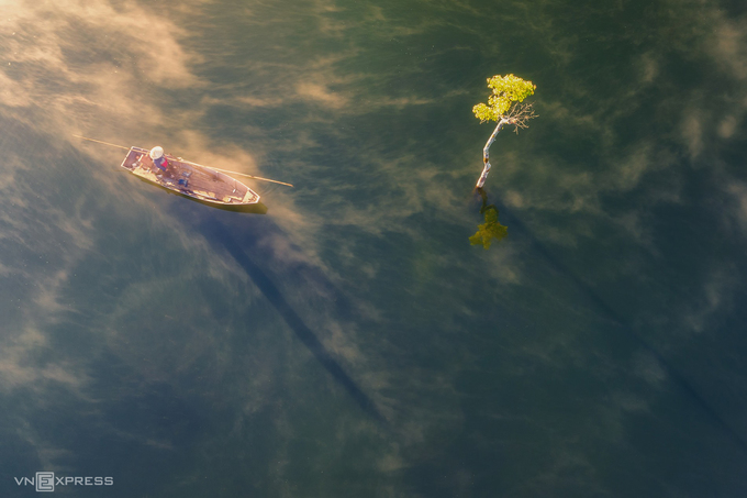 Ngày mới trên hồ Tuyền Lâm