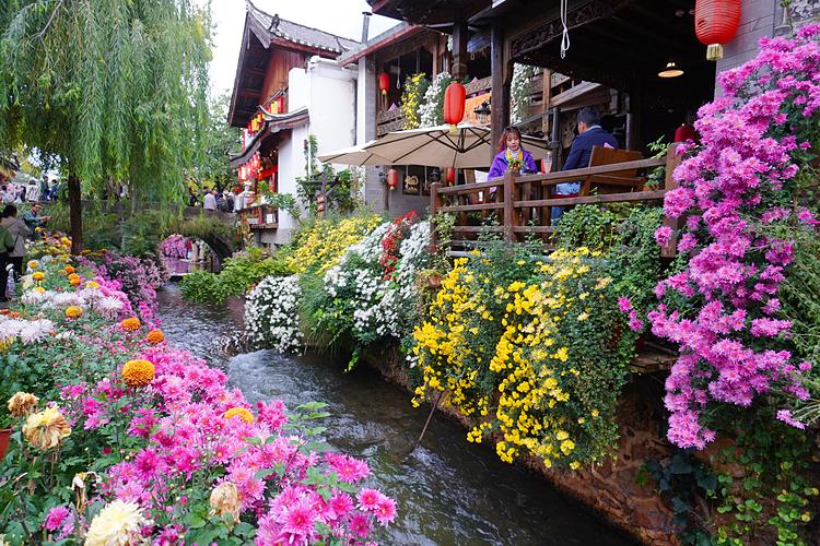 Thị trấn cổ Lệ Giang hiền hòa, thơ mộng.