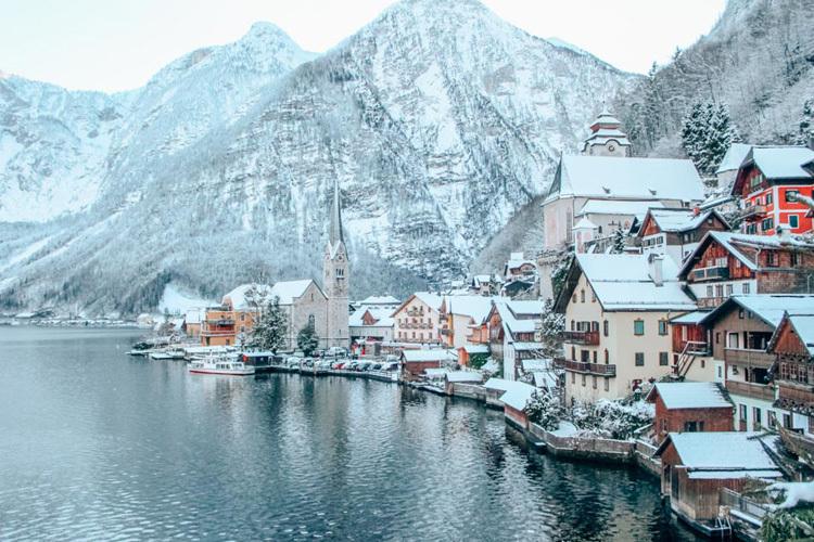Ngôi làng đẹp nhất thế giới xin khách đừng đến