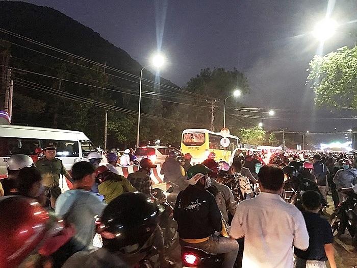 Vào dịp lễ Tết, những con đường dẫn đến Núi Bà Đen thường diễn ra tình trạng tắc đường.