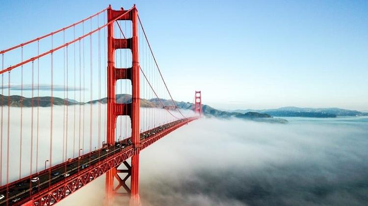 Cầu Cổng Vàng là biểu tượng của San Francisco, là một trong những công trình gợi nhớ và truyền cảm hứng nhất nước Mỹ. Nó từng xuất hiện trong hàng trăm bộ phim. Tuy nhiên, với Samilausanne, du khách đến từ thành phố Lausanne, Thụy Sĩ, nơi đây chỉ là một cây cầu sơn màu đỏ - không hơn không kém. Ảnh: Golden Gate Hotel.