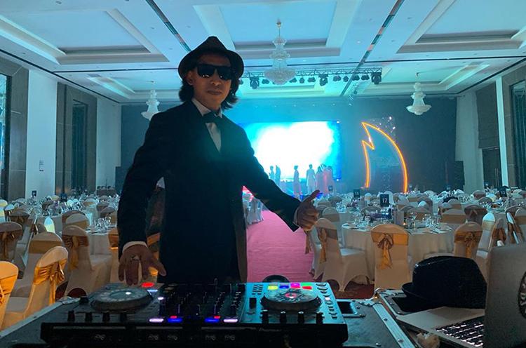 Anh Lê Chiêu Hoàng trong một đêm tiệc. Ảnh: Phạm Điện.