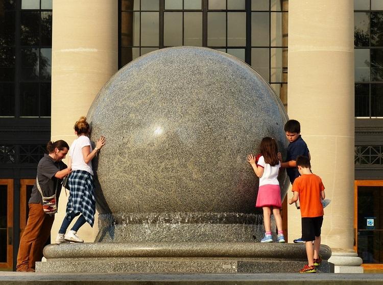 Hòn đá 29 tấn người thường có thể xoay - ảnh 2