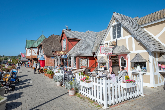 Ngôi làng kiểu Đan Mạch trên đất Mỹ