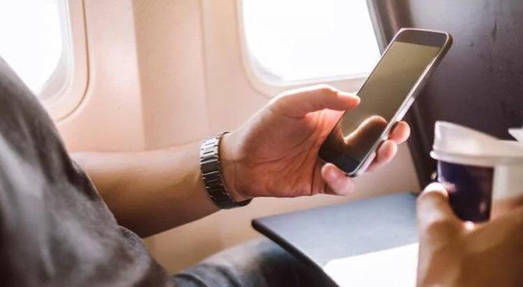 Khách bị đuổi khỏi máy bay vì tên Wi-Fi - ảnh 1