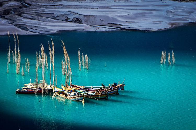 Vẻ đẹp của hồ được ví như khung cảnh thần tiên chỉ có trong các câu chuyện cổ tích. Ảnh: Amusing Planet.
