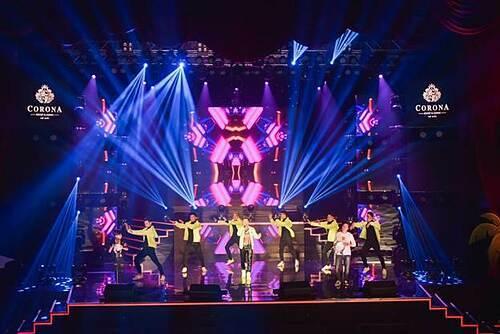 Nhà hát Corona đã từng đón tiếp những ngôi sao trong nước và quốc tế.  - image002-1581064743-4855-1581325766 - 3 địa điểm vui chơi tại Phú Quốc