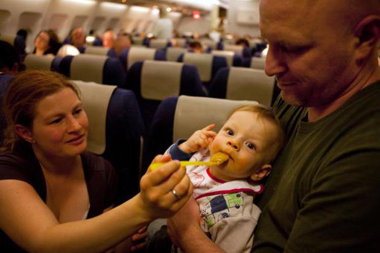 Những thứ không nên ăn trên máy bay