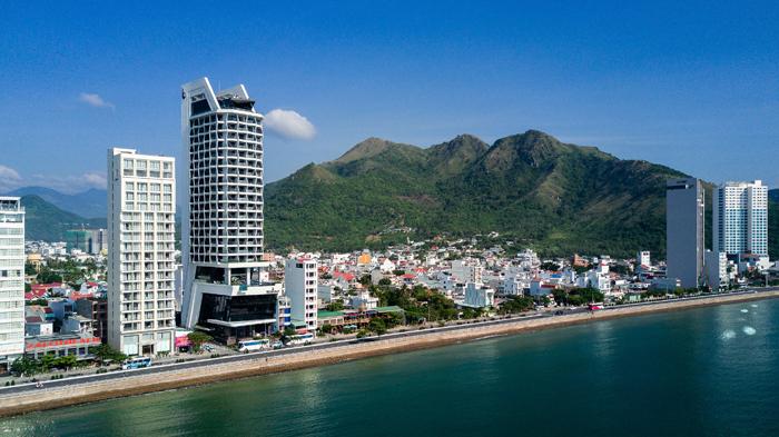 Nhiều khách nước ngoài đến Royal Beach Boton Blue Hotel & Spa - ảnh 6