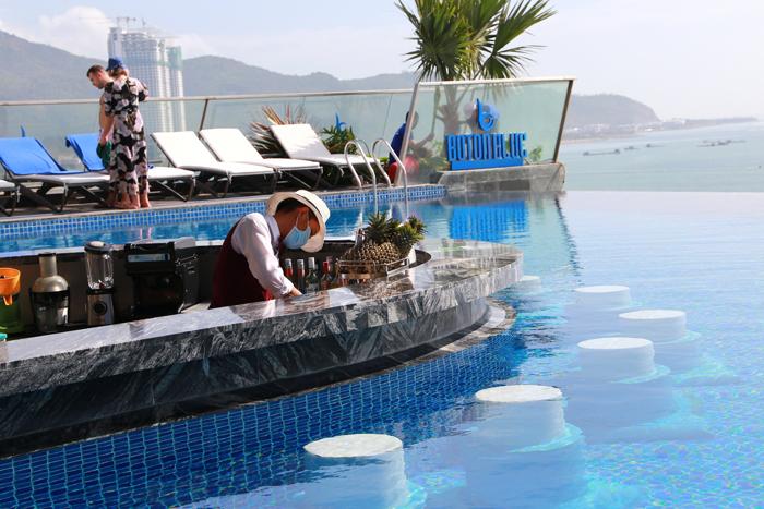 Nhiều khách nước ngoài đến Royal Beach Boton Blue Hotel & Spa - ảnh 4