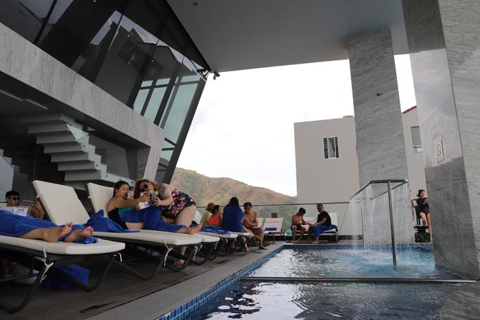 Nhiều khách nước ngoài đến Royal Beach Boton Blue Hotel & Spa - ảnh 2