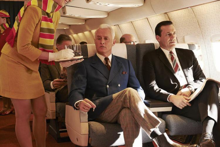 Hành khách ngồi khoang cao cấp thường kỹ tính và có nhiều yêu cầu hơn với tiếp viên. Ảnh:Hollywood Reporter.