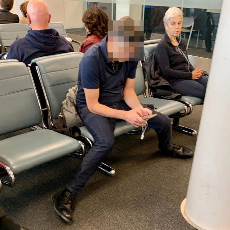 Hành khách bị chỉ trích vì chiếm ba ghế