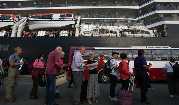 Hàng trăm khách trên tàu Westerdam về nước